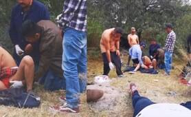 Gang bang a dos colegialas al aire libre, se turnan para follarlas